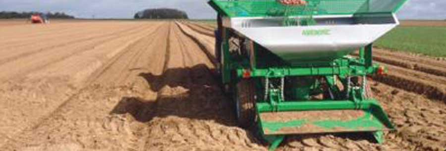 https://godefroy-equipement.fr/wp-content/uploads/2017/01/slider-1-agronomic-planteuse-pomme-de-terre-GODEFROY.jpg